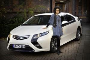 Katie Melua vor dem Opel Ampera, Photo: Opel AG