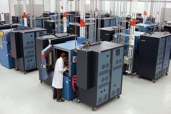 Innenansicht des neuen GM Global Battery Systems Lab    Quelle: General Motors